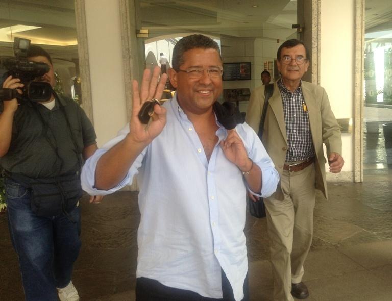 Expresidente Francisco Flores. Atrás, Julio Gamero, también asesor de la campaña de Norman Quijano. Foto D1: Napoleón Moarales