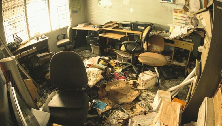 grupo organizado roba y quema archivos en oficina de pro