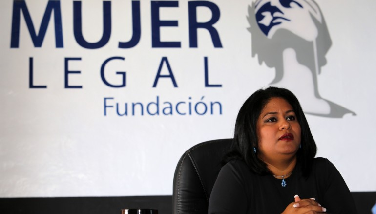 Silvia de Bonilla, fundadora de Mujer Legal, sueña con hacer cada día más a la fundación. Hoy por hoy, sus oficinas están en construcción y aunque aún no abren al público, han empezado a trabajar a puerta cerrada. FOTO D1: Salvador Sagastizado