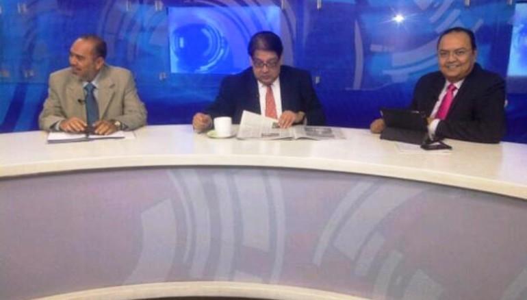 """Francisco Valencia (CoLatino), Lafitte Fernández (Diario 1) y Luis Laínez (La Prensa Gráfica) durante el programa """"Debate Periodístico"""". Foto D1: Twitter oficial @DebateconNacho"""