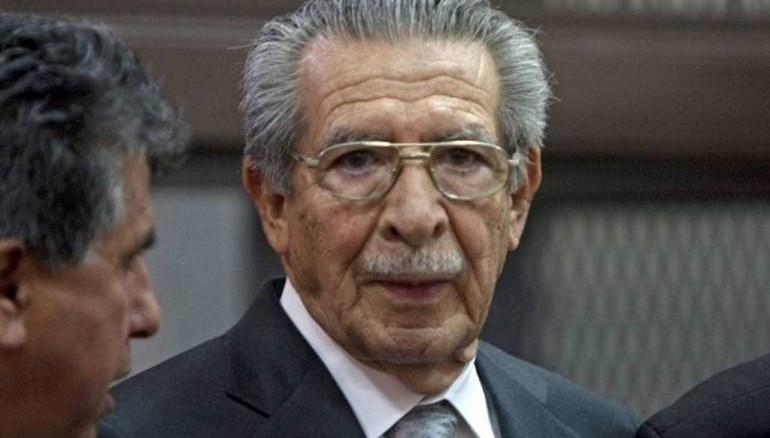 Ríos Montt y su exjefe de inteligencia militar, José Rodríguez, quien fue absuelto en el primer juicio, son acusados por la matanza de 1,771 indígenas mayas ixiles en el norte del país durante la dictadura que gobernó el país entre 1982 y 1983.
