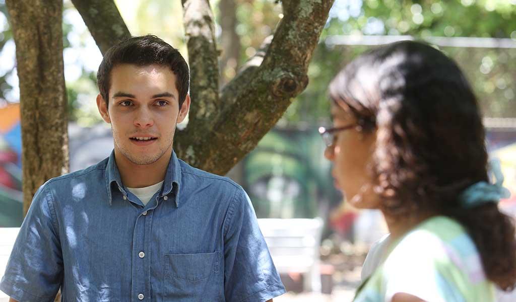Julio Amaya y Patricia Alvarenga, ambos de 16 años y estudiante de bachillerato electrónico se prepararon para el hackathon. Foto D1: Nelson Dueñas.