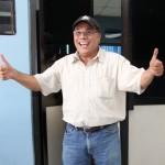 José Salazar, tras salir de un juzgado de San Salvador, donde es procesado por evasión fiscal.