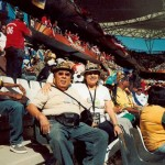 Eduardo Montes junto a su esposa en un estadio de Sudáfrica en 2010. Foto D1, cortesía Eduardo Montes.
