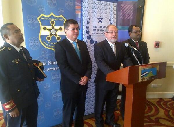 Perdomo asegura que incremento de homicidios es para for Nuevo ministro de interior y justicia
