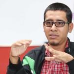 Douglas Ernesto García, candidato a diputado independiente por el departamento de San Salvador, durante una entrevista concedida a periodistas de Diario1.com. Foto D1: Nelson Dueñas