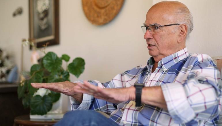 Antonio Morales Erlich, candidato a diputado al Parlacen por el CD, narra sus memorias. Foto D1 / Nelson Dueñas.