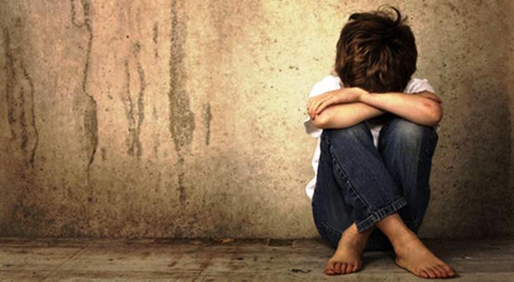 Condenan a exniñera que quedó embarazada del niño que cuidaba