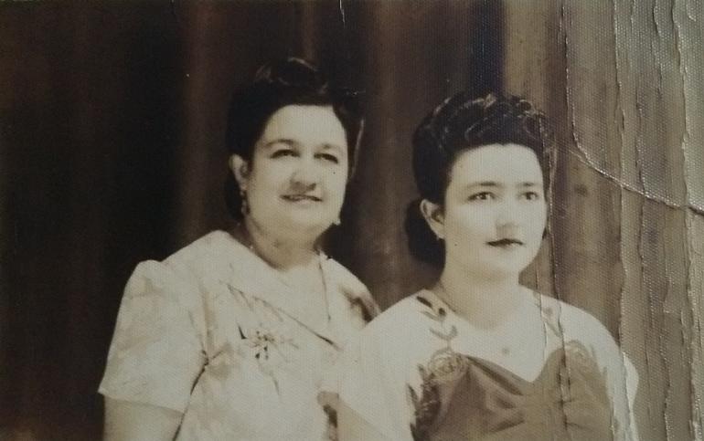 Doña Emma Mónico junto a su hija Hilda Mónico. Foto: Cortesía.