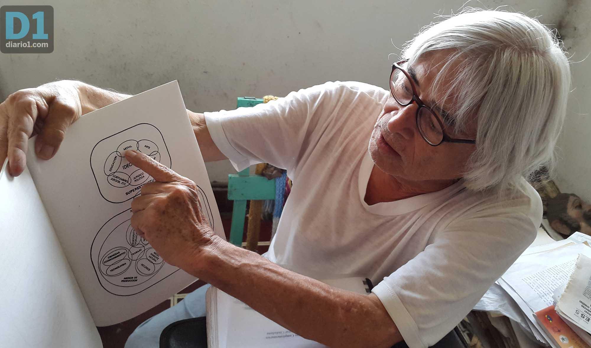Foto D1: Salvador Sagastizado. Cea explica su programa educativo.