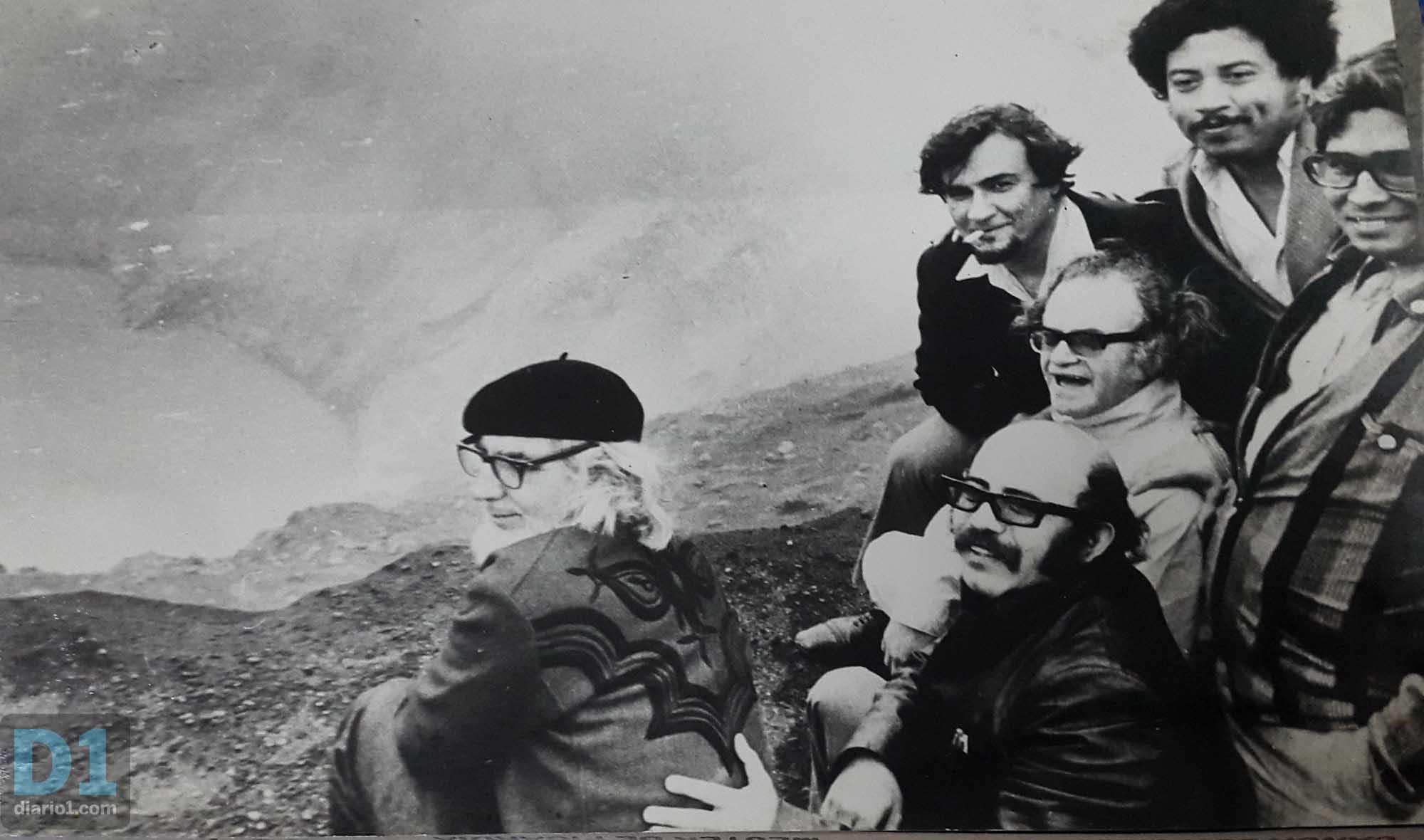 Foto D1: Salvador Sagastizado. Roberto Cea con Manlio Argueta y Ernesto Cardenal en el volcán Irazú de Costa Rica.