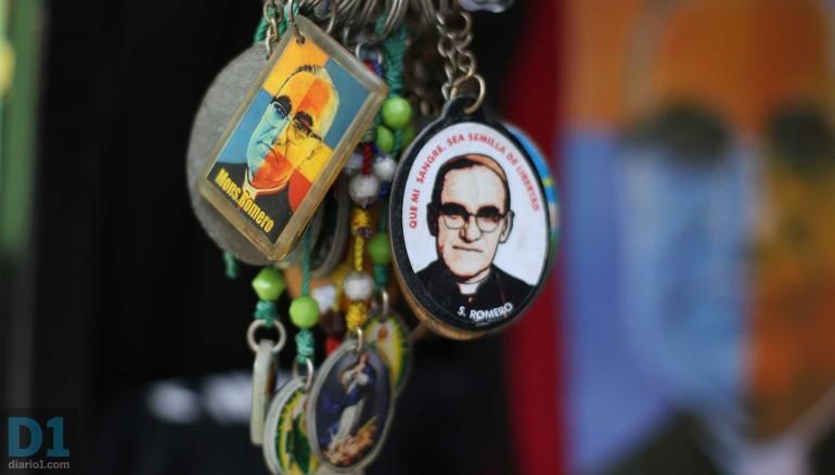 Detalles Monseñor Romero