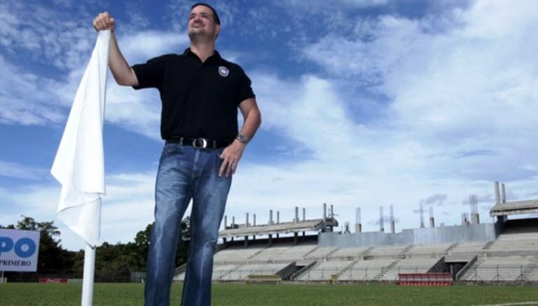 Foto D1. Cortesía Diario Diez.  Yankel Rosenthal  en su estadio que construyó para el Marathón.