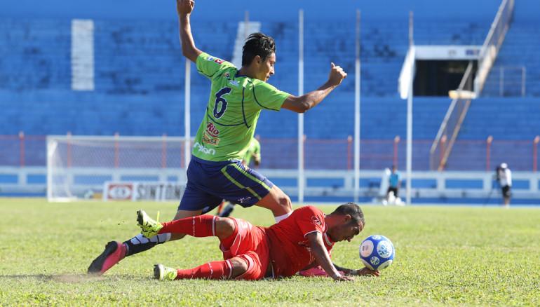 UES sufrió otra derrota, esta vez ante Santa Tecla. Foto D1/R. Sura