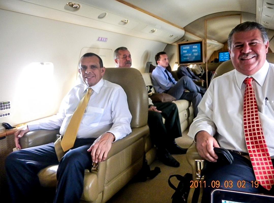 Empresario Enrique Rais junto al expresidente de Honduras, Porfirio Lobo - Foto: Revista Factum