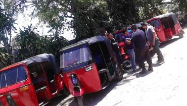 Mototaxis decomisados en Quezaltepeque. Foto PNC.