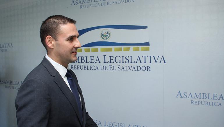 ERNESTO-MUYSHONDT-ARENA-POLITICA-ASAMBLEA