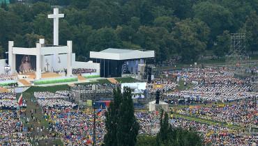 Poland, Krakow : Opening Mass of World Youth Day on Blonia, on July 26, 2016. / AFP PHOTO / BARTOSZ SIEDLIK
