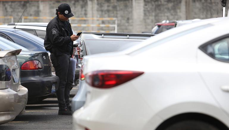Encuentran niña muerta dentro de un auto en Las Mañanitas