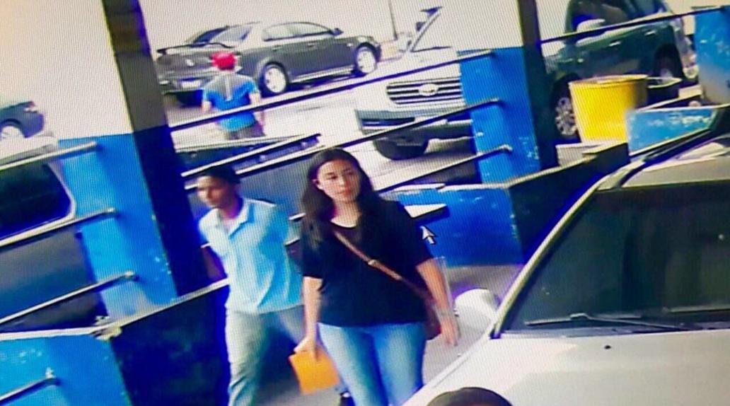 Foto: Tomada de Twitter en la que supuestamente la hermana del diputado Reyes está en la aduana.
