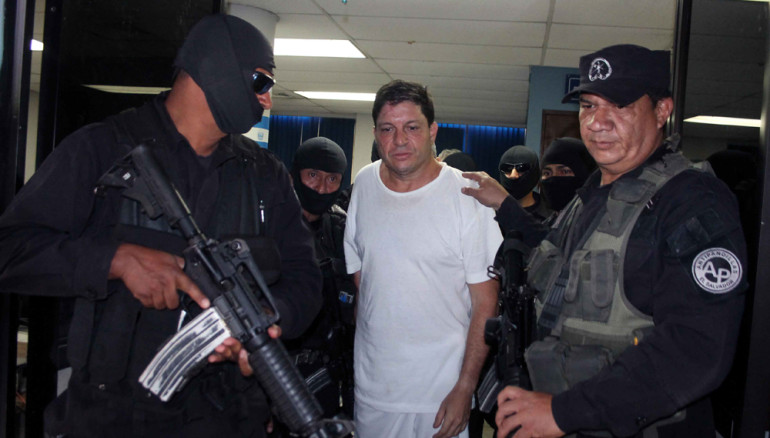 Nicola Angelucci custodiado por la PNC. Foto D1/Rodrigo Sura