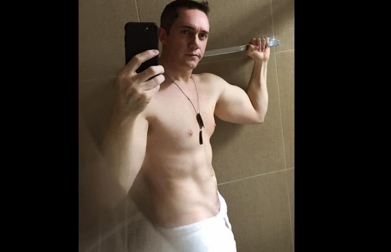 diputado en toalla