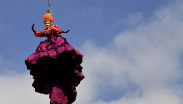 "The winner of the 2016 edition of the ""Festa delle Marie"" (Marie contest), Claudia Marchiori performs as the Angel of the new Carnival on February 19, 2017 in Venice.  The ""Flight of the Angel"" is a traditional event that goes back to the Serenissima period where an unknown guest of Venice, flying along a rope from San Marco bell tower to the middle of the square. / AFP PHOTO / Alberto PIZZOLI"