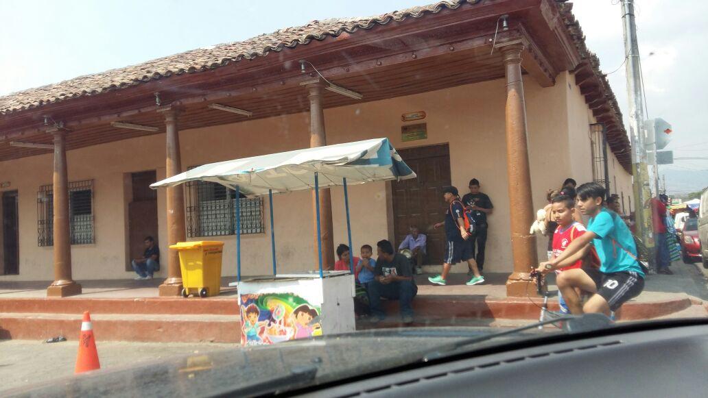 Pandilleros se mantienen en constante comunicación por medio de celulares. Foto D1 Salvador Sagastizado