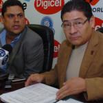 Rafael Villacorta (derecha) junto a Carlos Méndez Flores, expresidente de FESFUT.