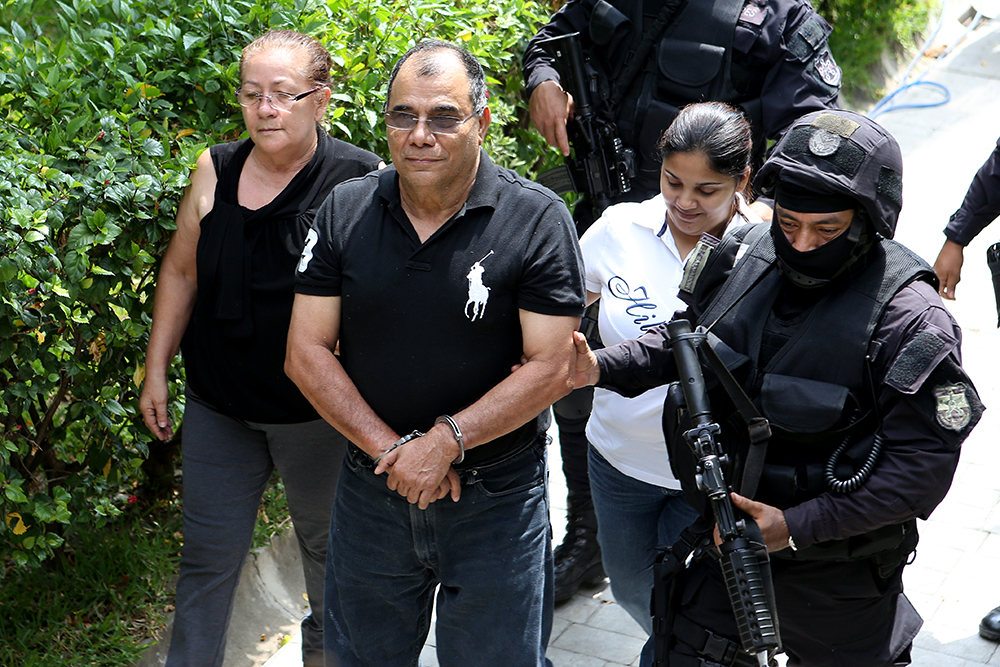 """Adán Salazar, junto con el resto de capturadas en """"Operación Lavado"""" Foto D1/Rodrigo Sura"""