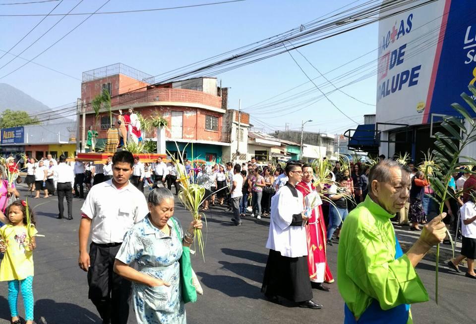 Procesión en Mejicanos, San Salvador.