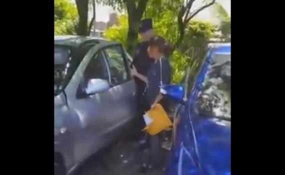 niño encerrado carro