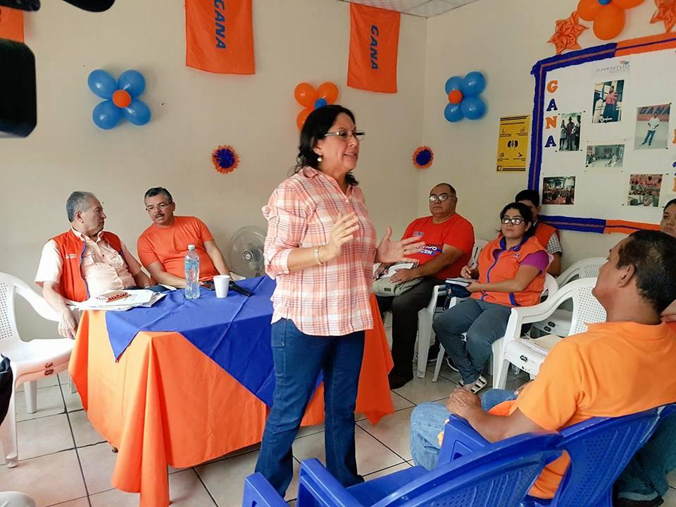 Silvia Aguilar en una actividad con el partido GANA.