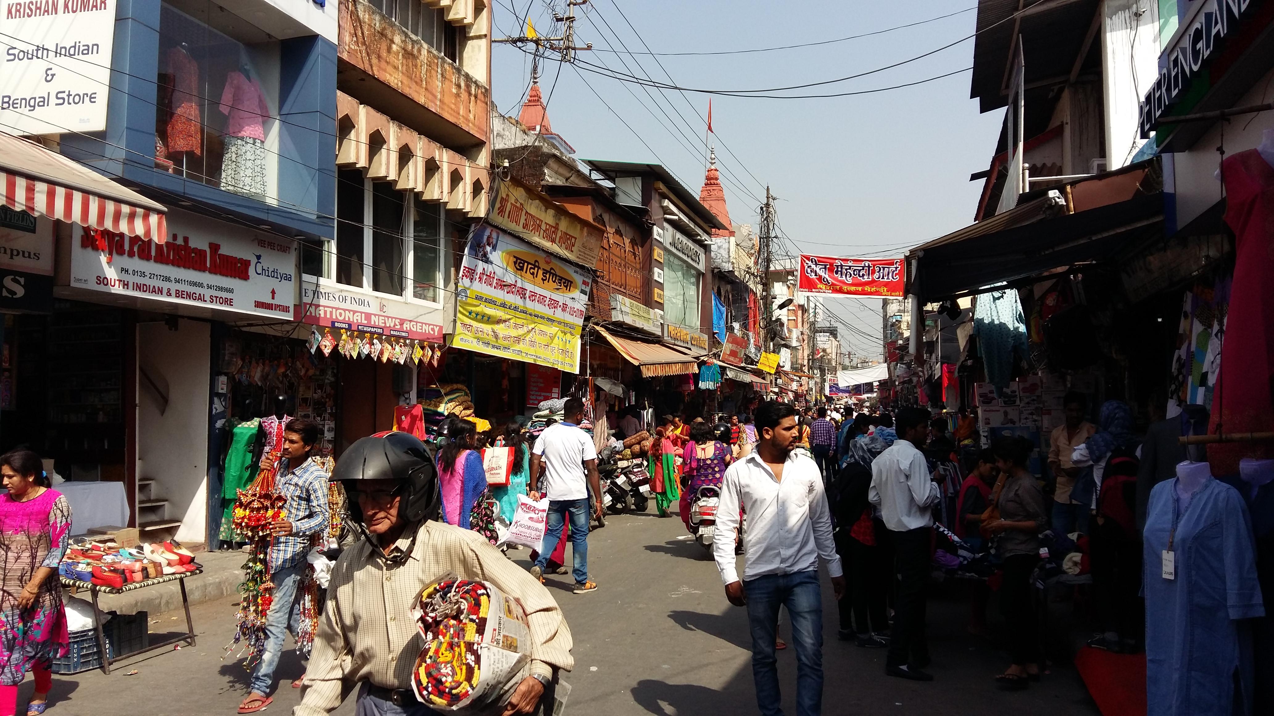 Mercado -bazar- de Dehradun. Foto: Gerardo Arbaiza.