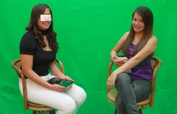 Margarita Castillo en el set del programa Zona K-liente, de canal 24, con señal para la localidad de Chapeltique.