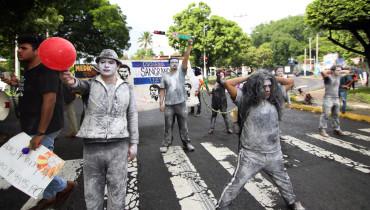Protesta-estudiantes-contra-militarización10