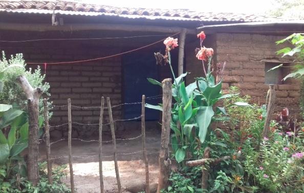Así luce una de las casas de donde fueron sacadas tres mujeres (madre y dos hijas) incluyendo la exreportera de un canal de televisión local, en Chapeltique, San Miguel.