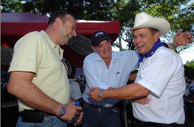 Herbert Saca junto a Juan Samayoa, alcalde de Metapán vinculado al cártel de Texis y ahora prófugo de la justicia por lavado de dinero. Foto: tomada de insightcrime.org