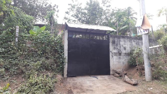 Entrada de la casa de María Hilda Paredes, quien fuera brutalmente asesinada por su nieto. Foto D1, Francisco Colocho Gölcher.