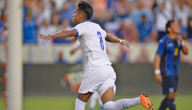 Denis Pineda luego de anotar el gol con el que El Salvador le ganó 1-0 a su similar de Honduras.
