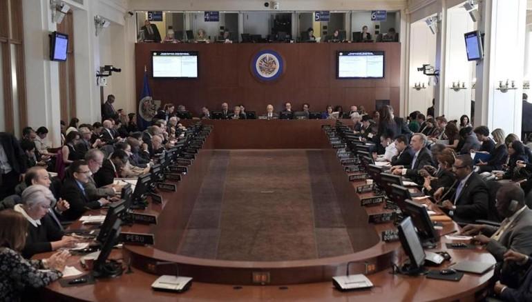 En plena crisis de Venezuela, Arreaza se ofrece para