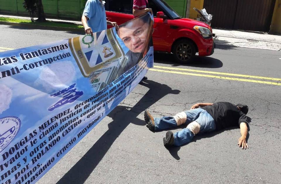 Protestas de sindicalistas que denunciaron actos de corrupción al interior de la Alcaldía de San Salvador. FOTO: D1