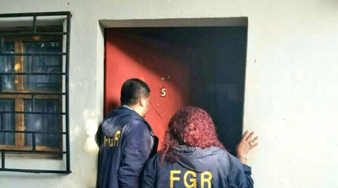 Rescatan a cuatro personas de un hotel en ahuachap n diario1 for Hotel para cuatro personas