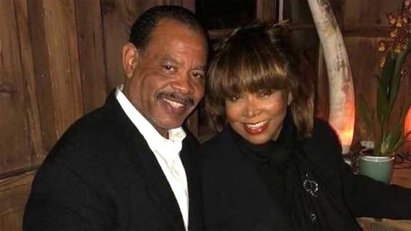 Craig Turner junto a su madre, Tina Turner. Foto de Infobae.