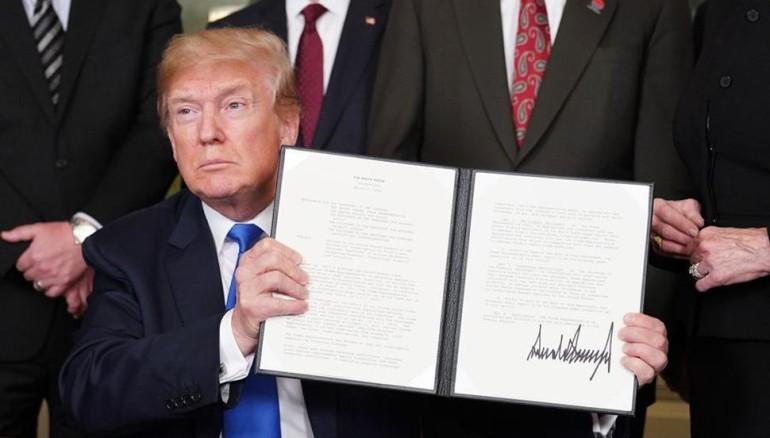 Trump firma ley que sancionaría a funcionarios corruptos de Centroamérica