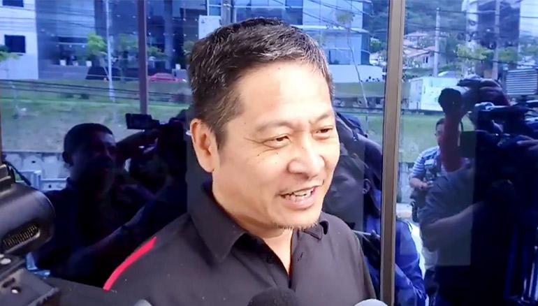 Bo Yang a la salida de la Fiscalía General de la República.