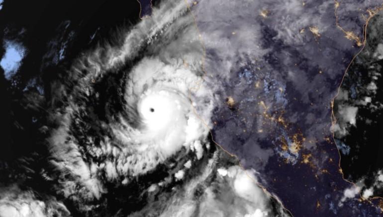 Imagen satelital del huracán Willa.