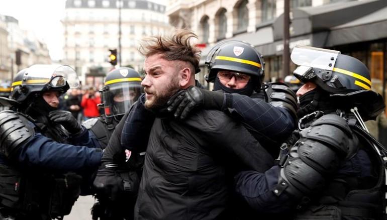 Francia se prepara para más protestas a pesar de concesiones