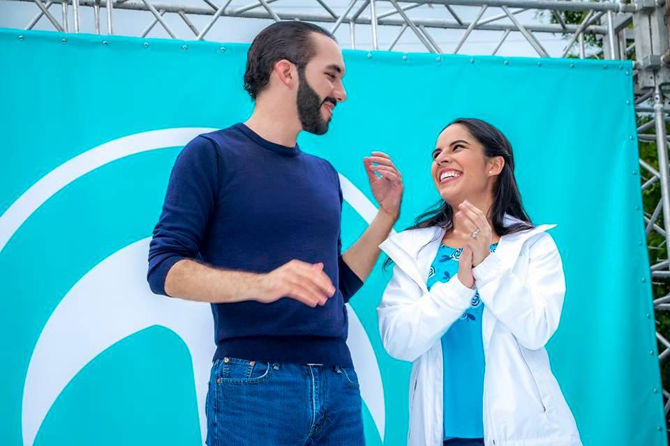Nayib Bukele y su esposa, Gabriela Rodríguez.