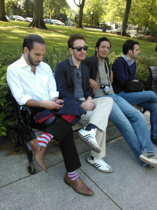 Nayib Bukele (primero de izquierda a derecha) con sus hermanos. Foto tomada de Twitter.
